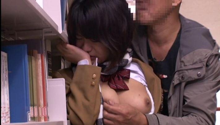 【巨乳女子高生セクハラレイプ:愛液が溢れ出す敏感娘 12】図書館で巨乳jkが痴漢師に犯されるw